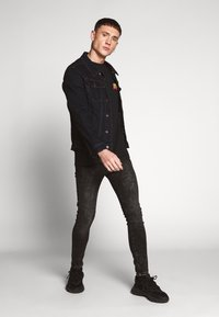 New Look - STAR WARS TEE - T-shirts med print - black - 1