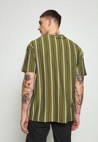 New Look - VERT STRIPE TEE - T-shirt print - light khaki - 2