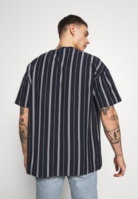 New Look - VERT STRIPE TEE - Print T-shirt - navy - 2