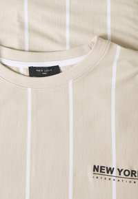 New Look - VERT STRIPE TEE - Print T-shirt - stone - 2