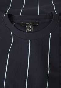 New Look - VERT STRIPE TEE - T-shirt print - navy