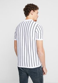 New Look - VERTICAL  - Poloskjorter - offwhite - 2