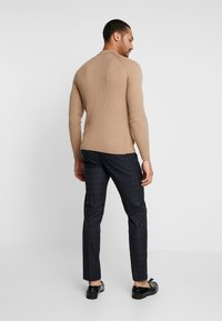 New Look - MUSCLE FIT  - Svetr - oatmeal - 2