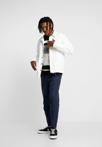 New Look - RPASO HAIRY DROP SHOULDER CREW  - Jumper - black pattern - 1