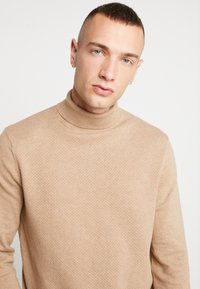 New Look - TEXTURED ROLL NECKS - Jumper - stone - 4