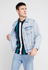 New Look - BLEACH WESTERN - Denim jacket - blue - 0