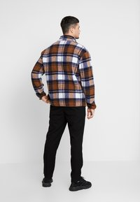 New Look - CHECK BORG ZIP THROUGH - Lehká bunda - brown - 2