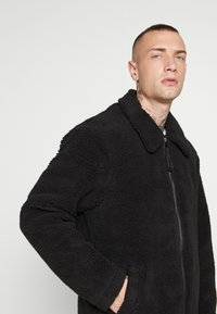 New Look - ALL OVER BORG - Summer jacket - black - 5