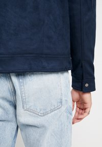 New Look - SHACKET - Giacca in similpelle - navy - 3