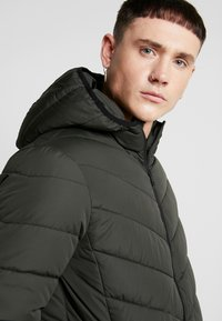 New Look - ENTRY PRICE POINT PUFFER DOWNTIME - Light jacket - khaki - 3