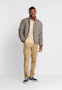 New Look - CHECK PUFFER - Winterjas - beige - 1