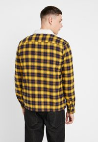 New Look - BORG LINED CHECK SHACKET - Lett jakke - yellow - 2