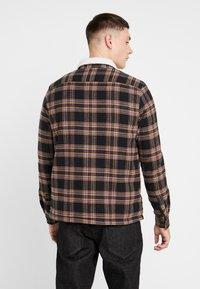 New Look - BORG LINED CHECK SHACKET - Kurtka przejściowa - black - 2