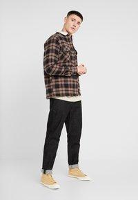 New Look - BORG LINED CHECK SHACKET - Kurtka przejściowa - black - 1