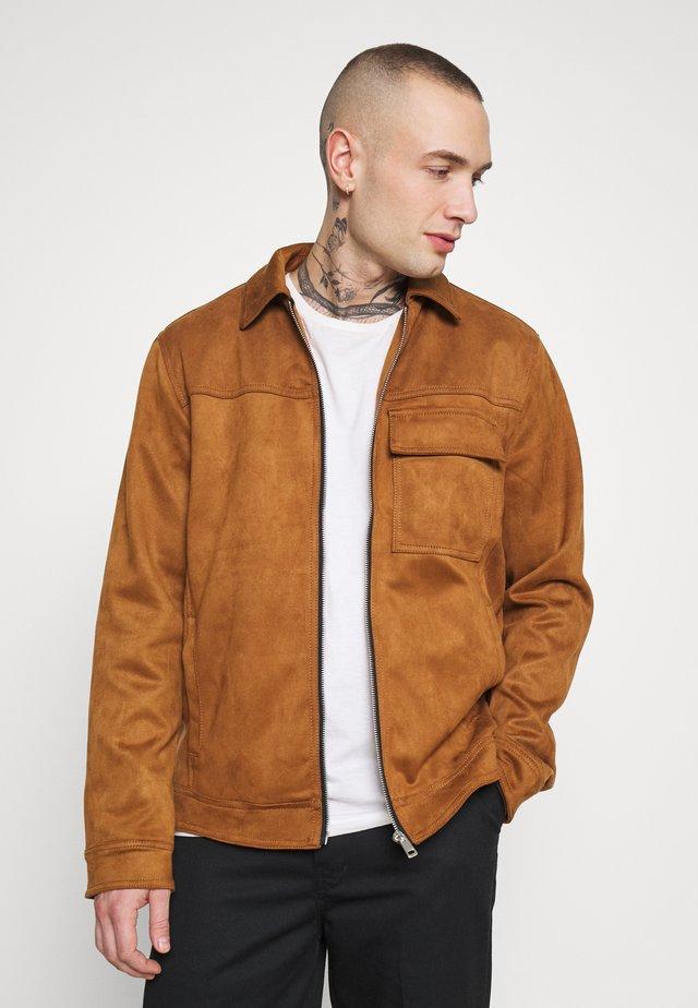 SUEDETTE UTLITY - Faux leather jacket - tan