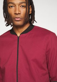 New Look - ENTRY - Chaquetas bomber - dark burgundy - 3