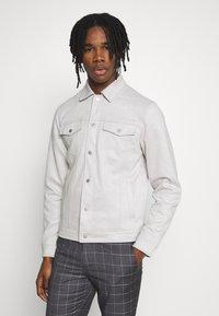 New Look - SUEDETTE TRUCKER - Summer jacket - light grey - 0