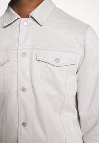 New Look - SUEDETTE TRUCKER - Summer jacket - light grey - 5