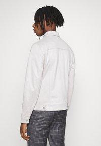 New Look - SUEDETTE TRUCKER - Summer jacket - light grey - 2
