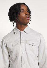 New Look - SUEDETTE TRUCKER - Summer jacket - light grey - 3