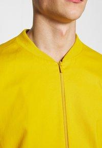New Look - LIGHTWEIGHT                - Bomberjacks - mustard - 5