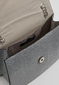 New Look - ROCHELLE CHAIN CHOULDER - Schoudertas - silver - 4