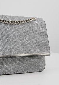 New Look - ROCHELLE CHAIN CHOULDER - Schoudertas - silver - 6