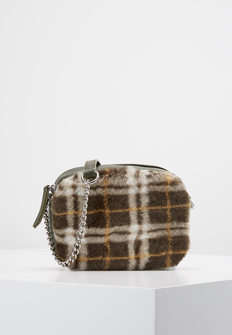 New Look - CHECK CAMERA BAG - Skulderveske - dark khaki