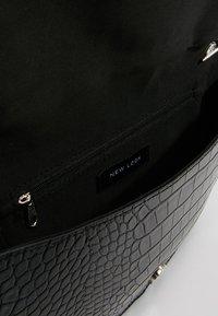 New Look - HAYLEY HALF MOON CLUTCH - Clutch - black - 4