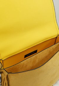 New Look - FRED FRINGE XBODY - Axelremsväska - bright yellow - 6