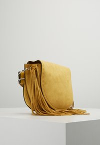 New Look - FRED FRINGE XBODY - Axelremsväska - bright yellow - 3