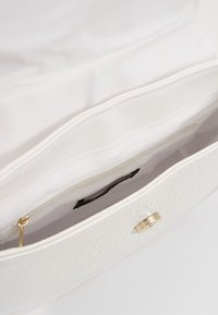 New Look - SHARNI SADDLE BAG - Sac à main - white - 4