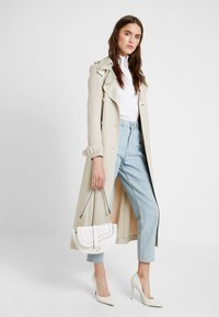 New Look - SHARNI SADDLE BAG - Sac à main - white - 1