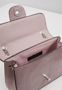 New Look - CROC CHAIN SHOULDER - Handväska - lilac - 4