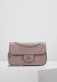 New Look - CROC CHAIN SHOULDER - Handväska - lilac - 0