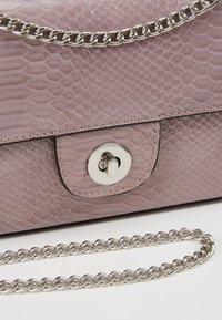 New Look - CROC CHAIN SHOULDER - Handväska - lilac - 6