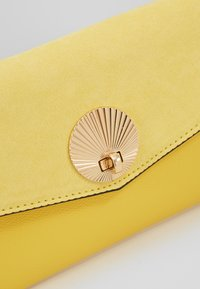 New Look - SULLY SHELL - Pikkulaukku - bright yellow - 6