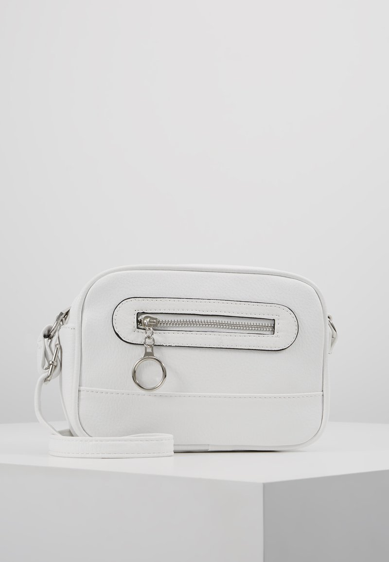 New Look - CHRISSY CHEVRON QUILT CAMERA - Skulderveske - white