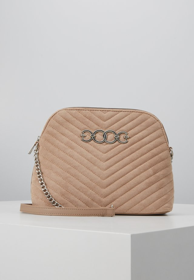 KAYLA QUILTED KETTLE BODY - Sac bandoulière - oatmeal