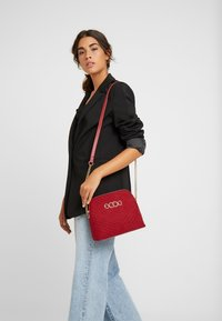 New Look - KAYLA QUILTED KETTLE X BODY - Borsa a tracolla - bright red - 1