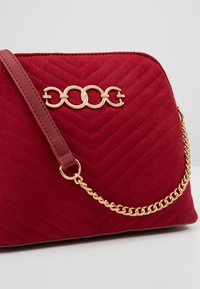 New Look - KAYLA QUILTED KETTLE X BODY - Borsa a tracolla - bright red