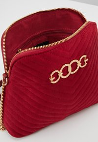 New Look - KAYLA QUILTED KETTLE X BODY - Borsa a tracolla - bright red - 4
