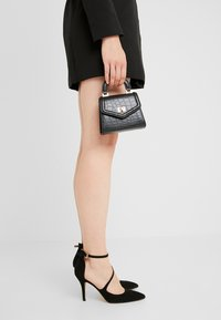 New Look - MIMI MINI TOP HANDLE - Kabelka - black - 1