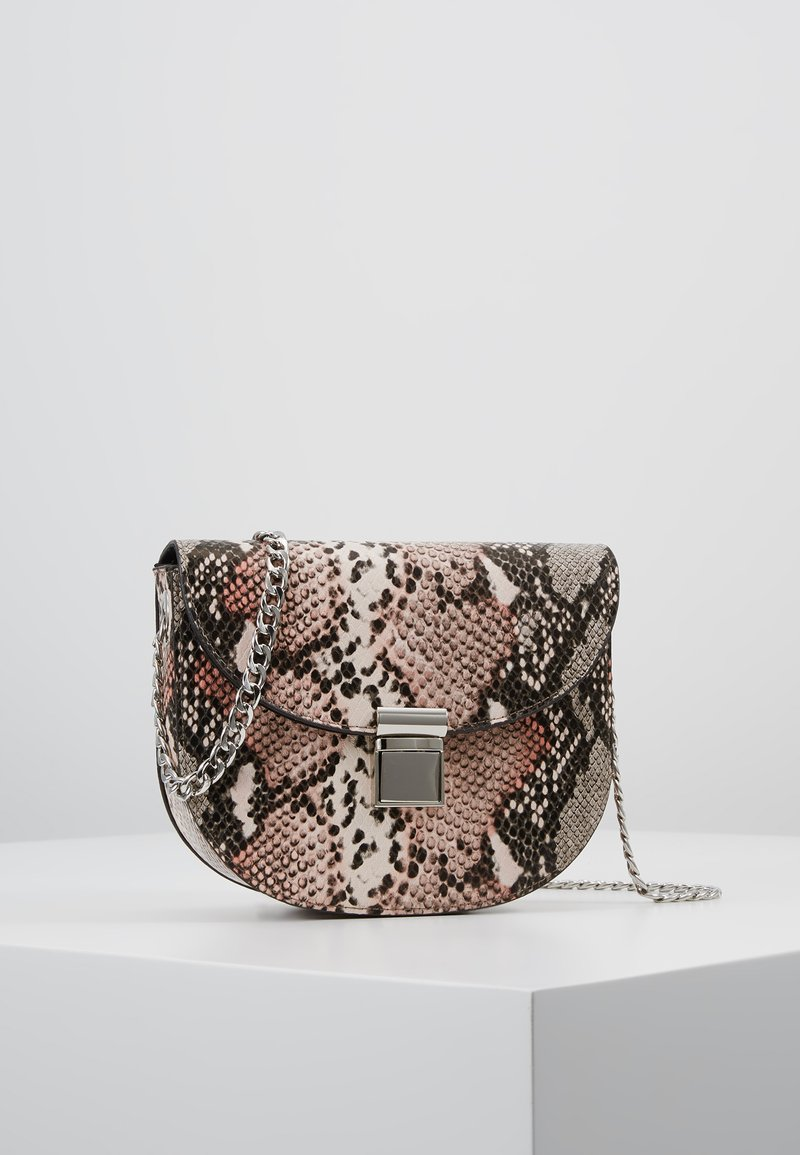 New Look - SUSIE SNAKE SADDLE - Skuldertasker - pink