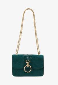 New Look - ROXANNE RING DETAIL CHAIN SHOULDER - Taška spříčným popruhem - dark green - 5