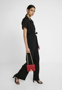 New Look - MARGO QUILTED CHAIN SHOULDER - Axelremsväska - bright red - 1