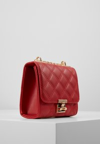 New Look - MARGO QUILTED CHAIN SHOULDER - Axelremsväska - bright red - 3