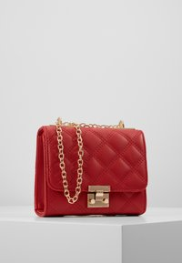 New Look - MARGO QUILTED CHAIN SHOULDER - Axelremsväska - bright red - 0