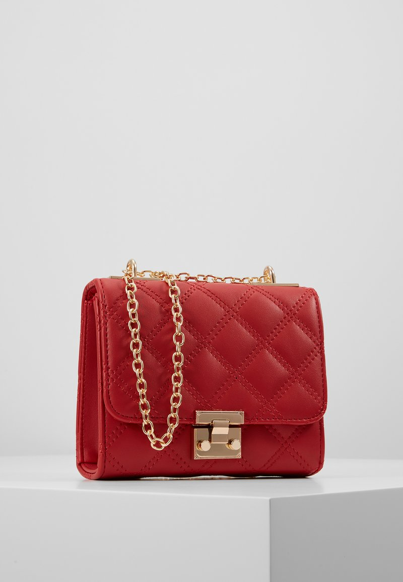 New Look - MARGO QUILTED CHAIN SHOULDER - Axelremsväska - bright red