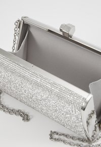 New Look - DIANA - DIAMONTE BOX CLUTCH - Psaníčko - silver - 4